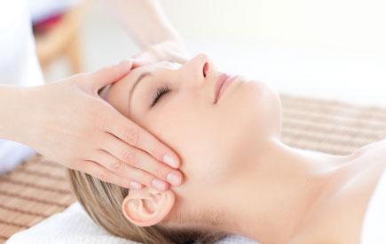 Entspannende Kopfmassage mit der Kopfkralle