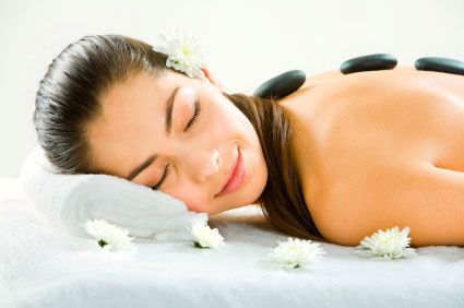 Entspannende Hot Stone Massage